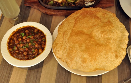 Signature-dish-of-Cream-Centre-The-Original-Channa-Bhatura